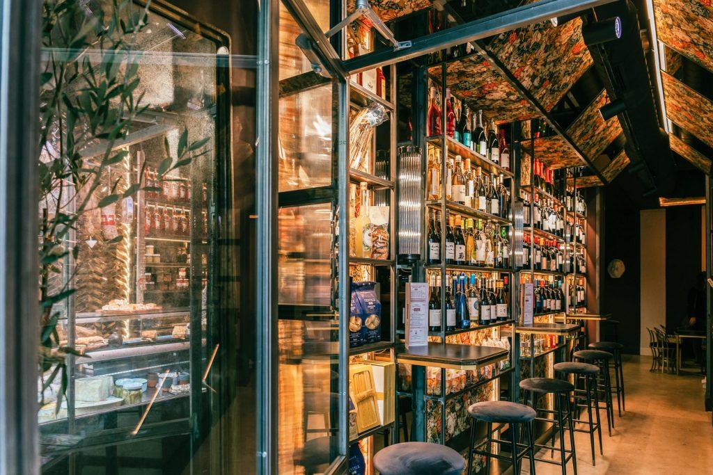 Restaurante italiano, vinos y salumeria